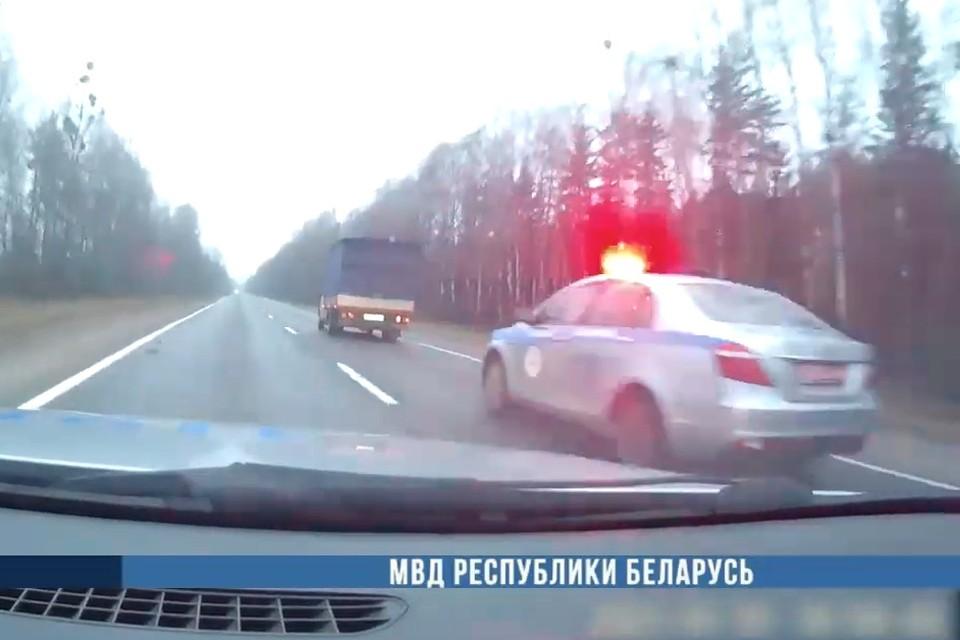 В Барановичах ГАИ выстрелами остановила водителя с 3,5 промилле алкоголя. Фото: скриншот видео МВД