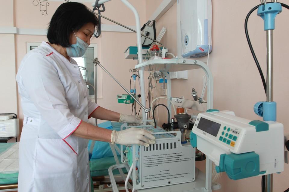 К аппаратам искусственной вентиляции легких сейчас подключены 60 пациентов.