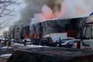 Два человека заживо сгорели в масштабном пожаре посреди автосервиса на востоке Москвы