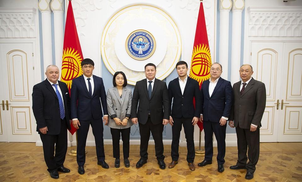 Талант Мамытов встретился с членами национальной сборной по самбо.