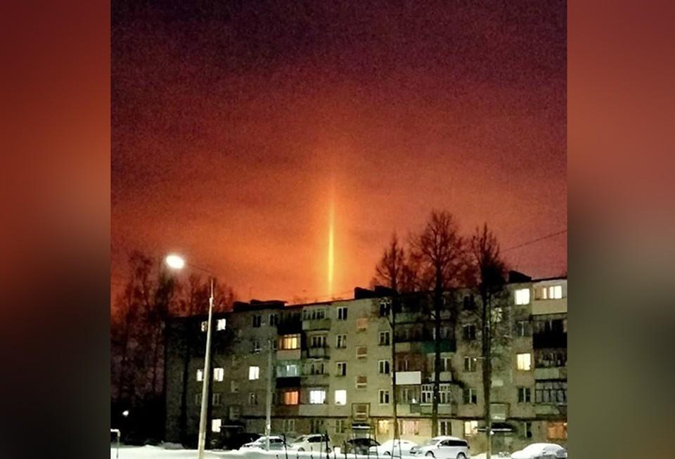 """Жителей Кстова напугал странный луч света, уходящий в небо. ФОТО: """"Нижний № 1"""""""