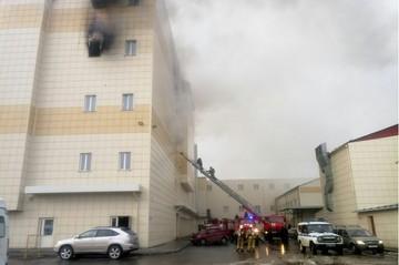 В МЧС проверили пожарную безопасность в ТЦ после трагедии в «Зимней вишне»