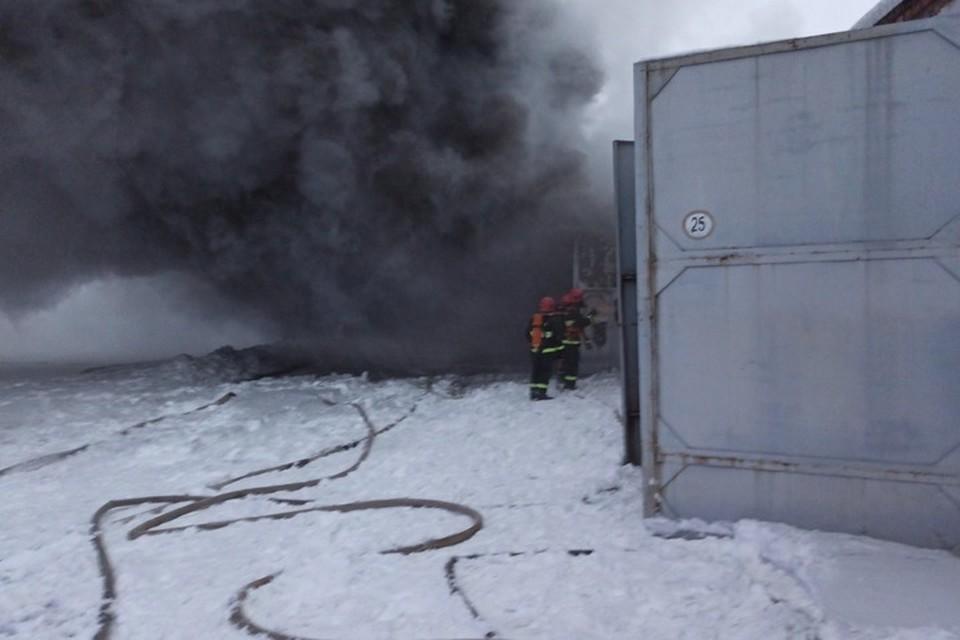 На территории военной части в Уручье случился пожар. Фото: МЧС