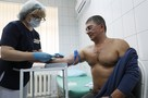 Доктор Мясников развеял слухи о вакцинации: чипирование, бесплодие, кому нельзя делать прививку
