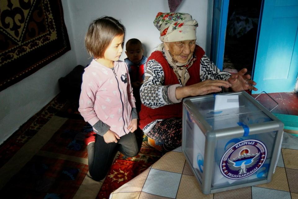Одновременно с президентскими выборами в Киргизии прошел референдум о том, как должна управляться страна