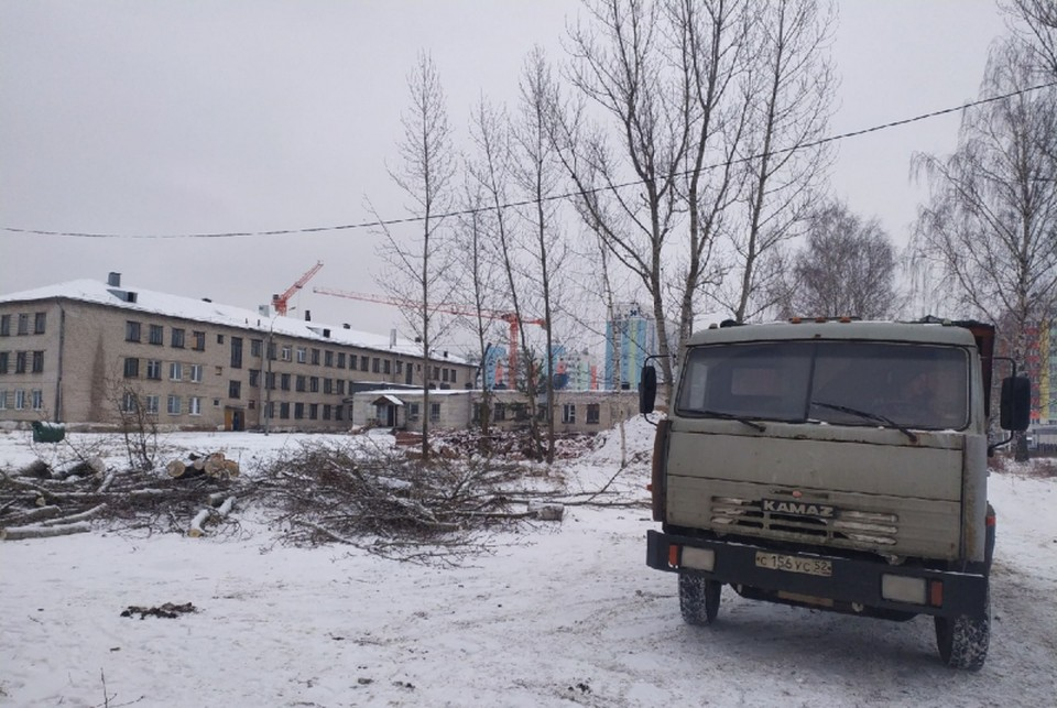 На территории школы №79 в Нижнем Новгороде навели порядок после вмешательства активистов. Фото: Нижегородское отделение ОНФ