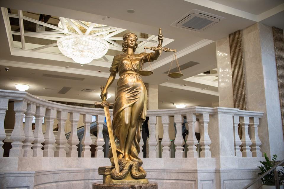Судебные приставы арестовали автомобиль нарушительницы и женщина сразу же оплатила штрафы