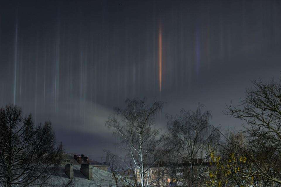 Целый световой лес вырос над Дзержинском минувшей ночью. Фото: Тима Шарапиев