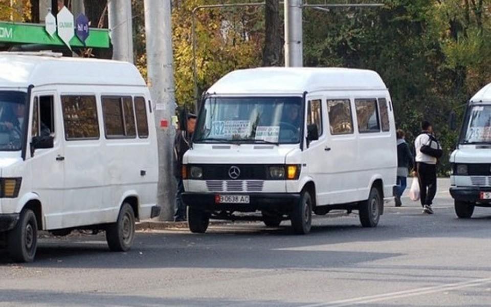 Водители маршруток требуют пересмотреть тарифы за проезд.