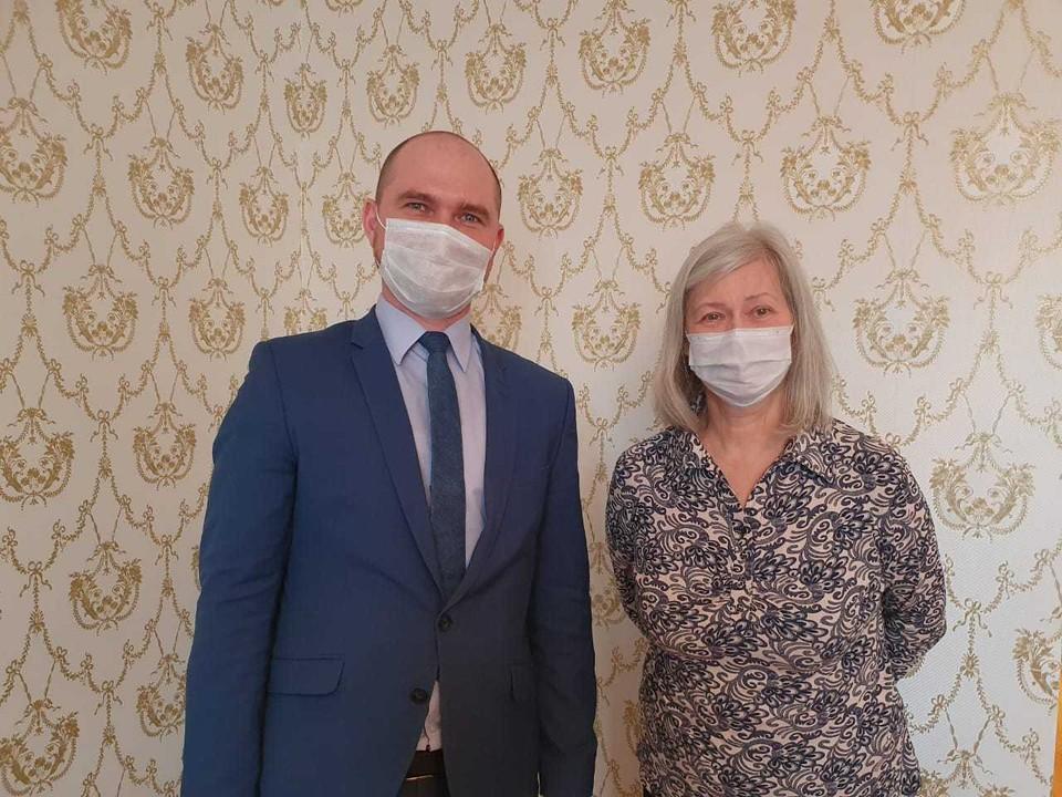 Председатель комитета ветеринарии Михаил Курюмов подарил ноутбук 67-летней жительнице Нижнего Новгорода.