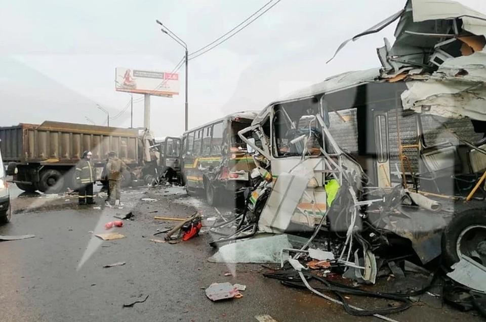 Суд арестовал водителя самосвала, который врезался в колонну военных автобусов на Новой Риге
