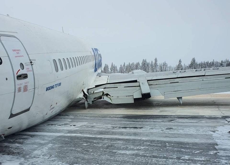 В 2020-ом случилось чудо: после жёсткой посадки самолёта, летевшего в Усинск, когда у борта оторвало шасси, выжили все - и пассажиры, и члены экипажа. Фото: вк.