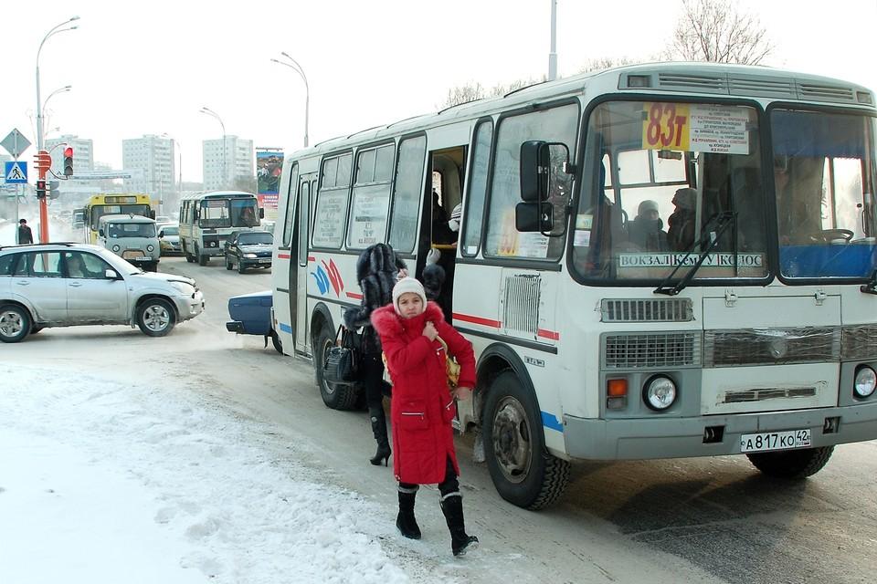 Кемеровчане мерзнут на остановках из-за проблем с транспортом
