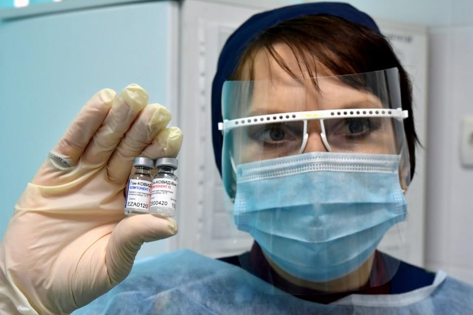 Привезенными вакцинами будут прививать медиков