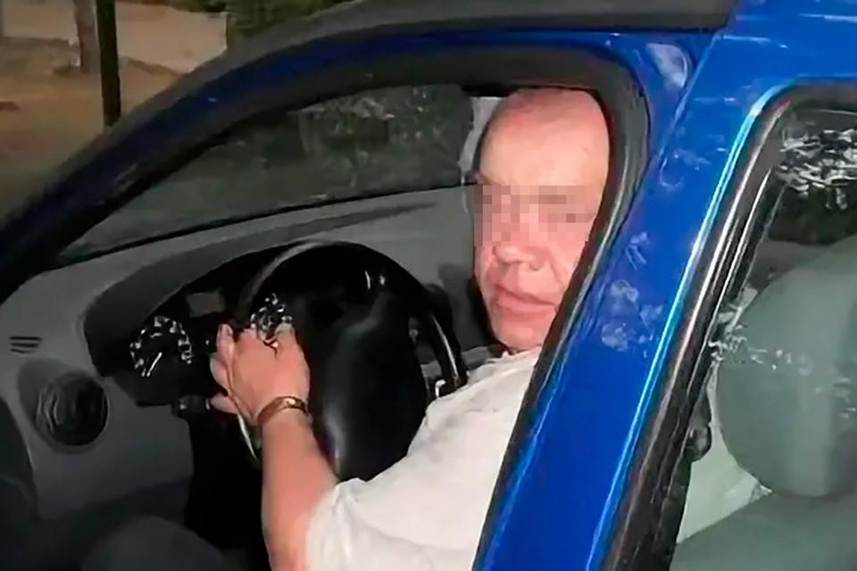 Задержанный пенсионер, который стрелял через дверь, утверждает, что сын умолял спасти его от шпионов
