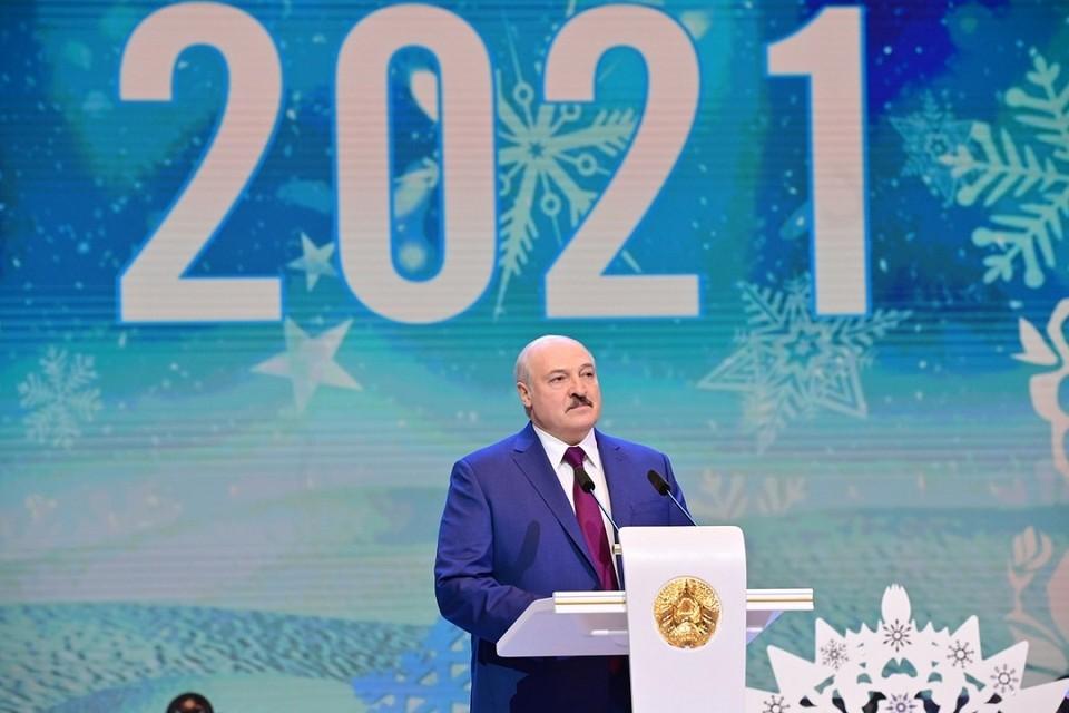 Лукашенко заявил, что телевидение - это ценность, которую надо сберечь. Фото: БелТА.