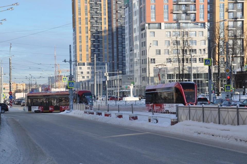 Трамваи пошли по улице Революции