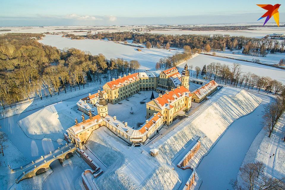 Несвижский Дворец Радзивиллов - одна из точек притяжения туристов. Особенно - в доковидные времена.
