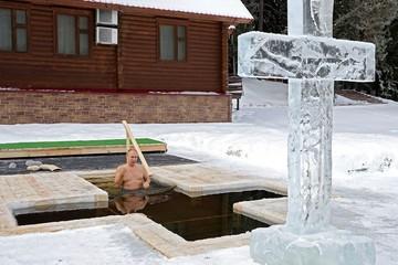 Путин искупался в проруби в 25-градусный мороз