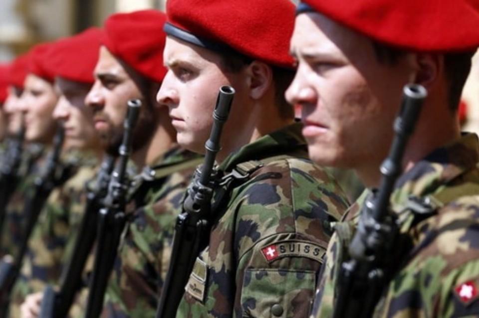 Служба на удаленке: швейцарские военные проходят армейскую подготовку через смартфоны. Фото: пресс-служба.