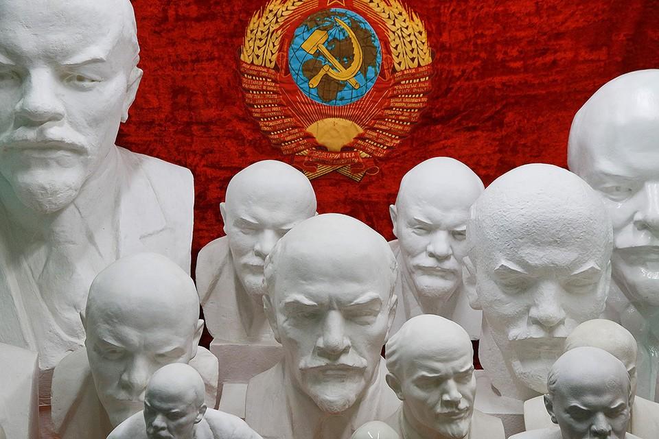 """Барнаул. Бюсты Ленина в музее """"Мир времени""""."""