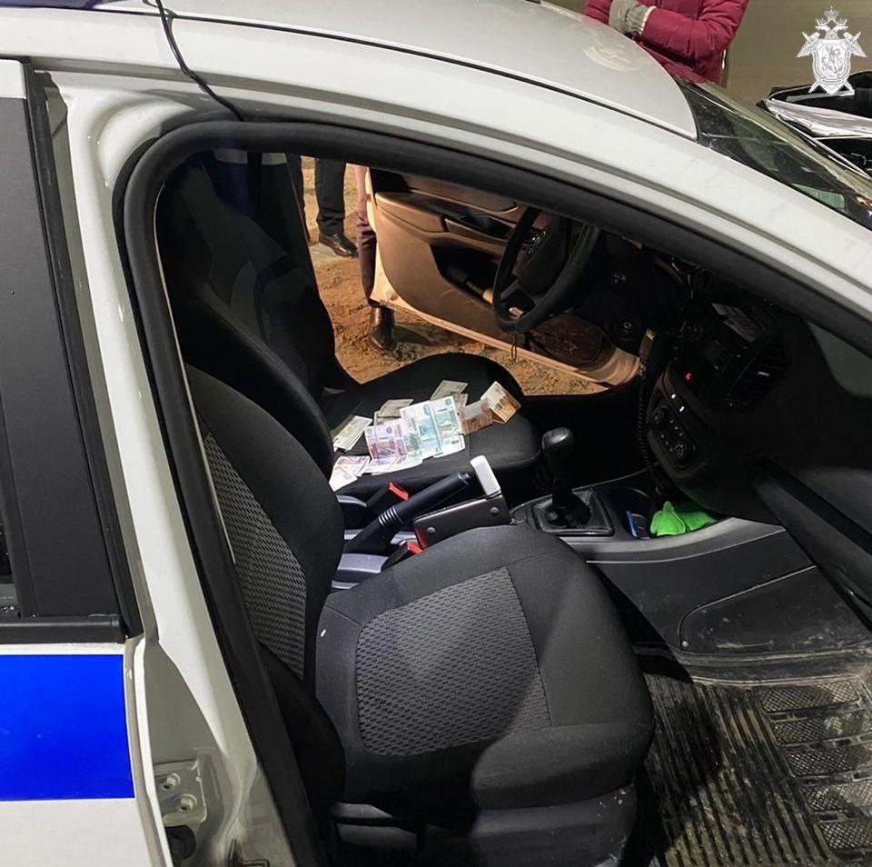В Ленинском районе мужчина подозревается в даче взятки полицейскому.