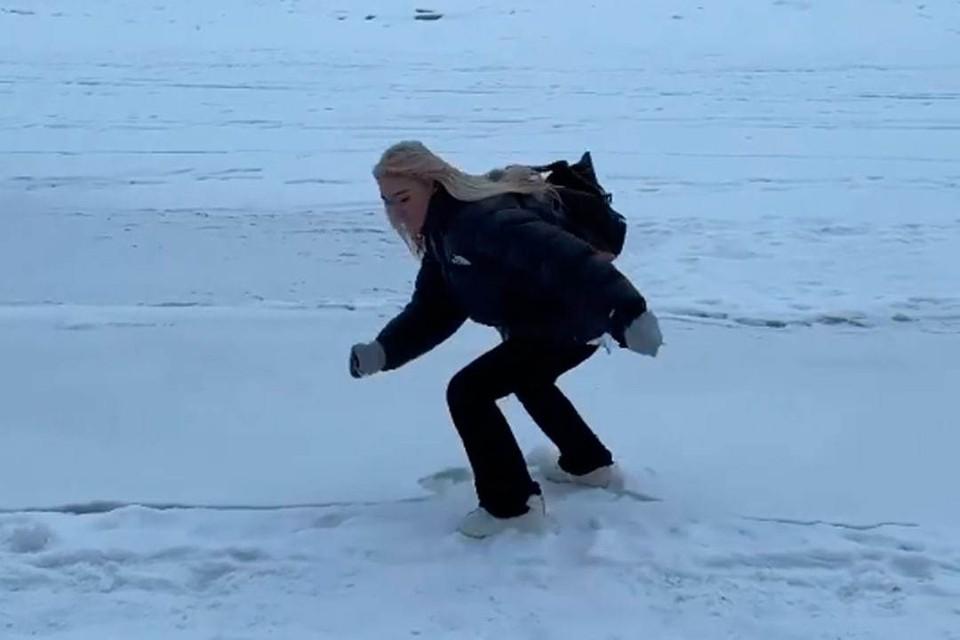 Настя Ивлеева провалилась под лед в Петербурге