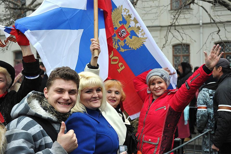 Весна 2014 года, крымчане празднуют возвращение полуострова в состав России.