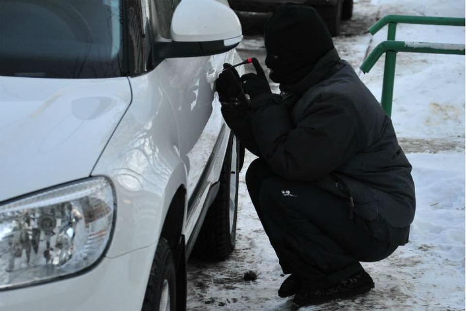 Трое иркутян угоняли дорогостоящие автомобили, запуская двигатели без оригинальных ключей