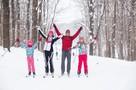 Коньки или лыжи: врач рассказал, какой зимний вид спорта полезней