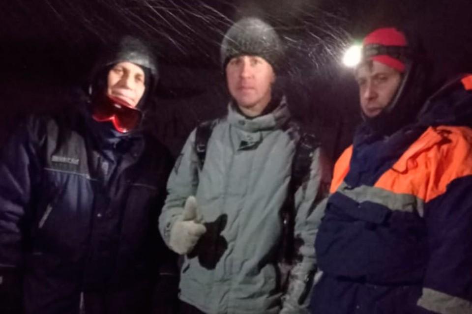 Лыжник со спасателями