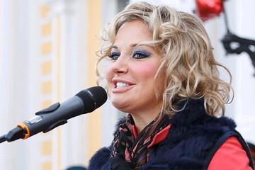 Похорошевшая и на стиле: Мария Максакова тайно вернулась в Москву