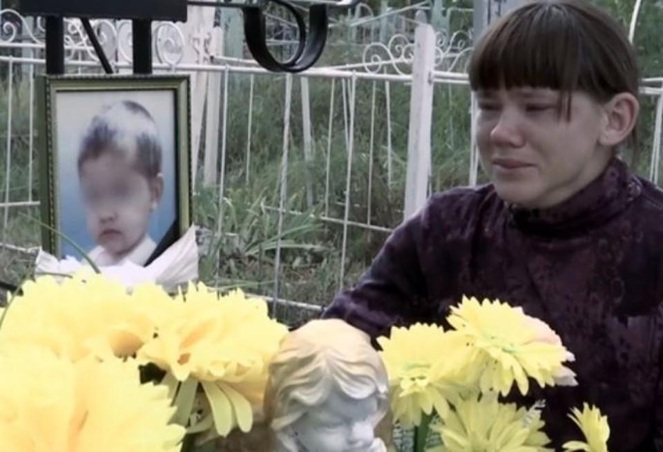Омичка, с чьего молчаливого согласия сожитель забил 3-летнего ребенка, отработает преступление