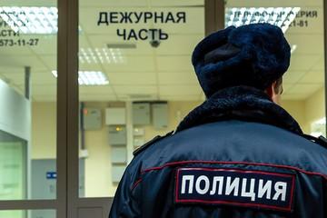 Кладовщик украл из посылки часы за 200 тысяч рублей