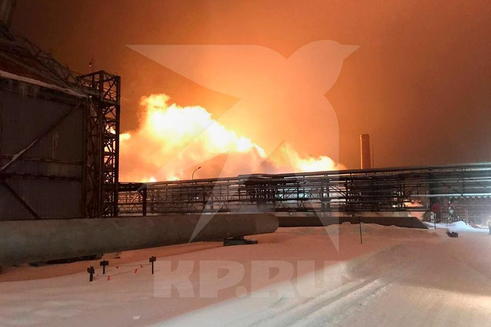 В Уфе на заводе «УФАОРГСИНТЕЗ» начался сильный пожар