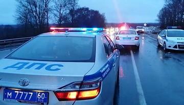 Один человек погиб и четверо пострадали в ДТП в Псковской области