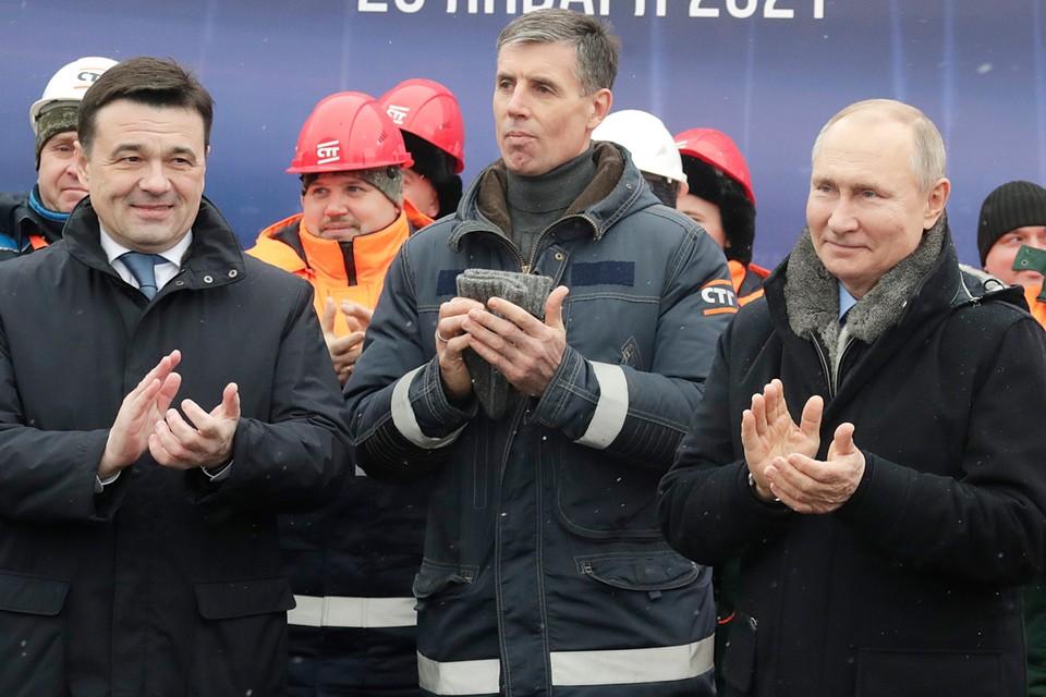 Путин лично сказал «спасибо» строителям, которые смогли выполнить сложнейшую задачу в сжатые сроки несмотря на пандемию. Фото: Михаил Метцель/ТАСС