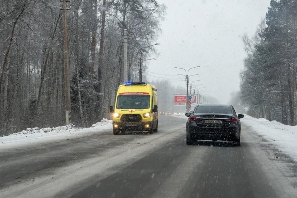 У женщины, которую ударил силовик на незаконном митинге в Петербурге, заподозрили сотрясение мозга после выписки из больницы.
