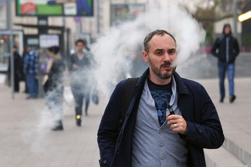 Вейпы и айкосы окончательно сравняли с сигаретами: главные новшества для курильщиков с 28 января 2021 года