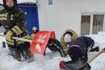 Начал задыхаться и готовился умереть: на Алтае мужчину чудом спасли из-под снежного завала