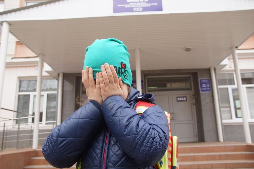 Насильник увидел мальчика около школы, заманил в машину и начал домогаться
