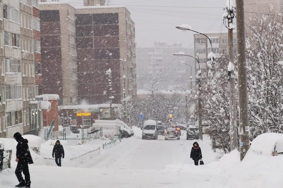 """Города Мурманской области заросли сугробами. Фото: """"Погода в Мурманске"""""""