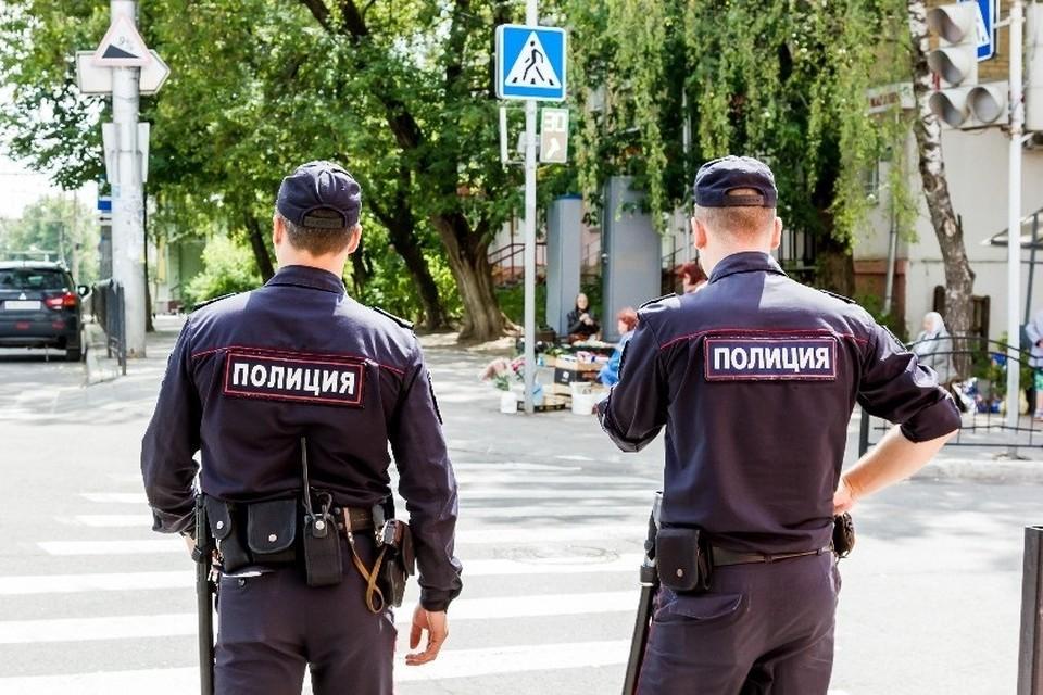 Молодого человека поймали охранники и вызвали полицию.