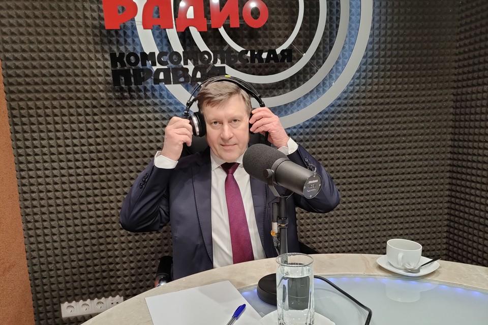 Анатолий Локоть ответил на вопросы радиослушателей.
