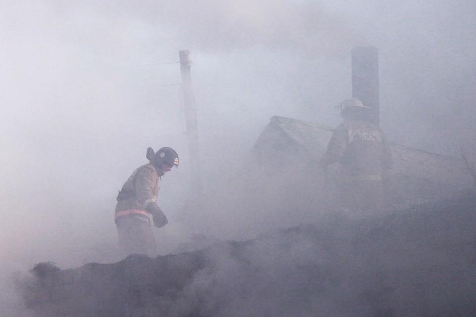В Алтайском крае росгвардеец вынес из огня 80-летнюю женщину