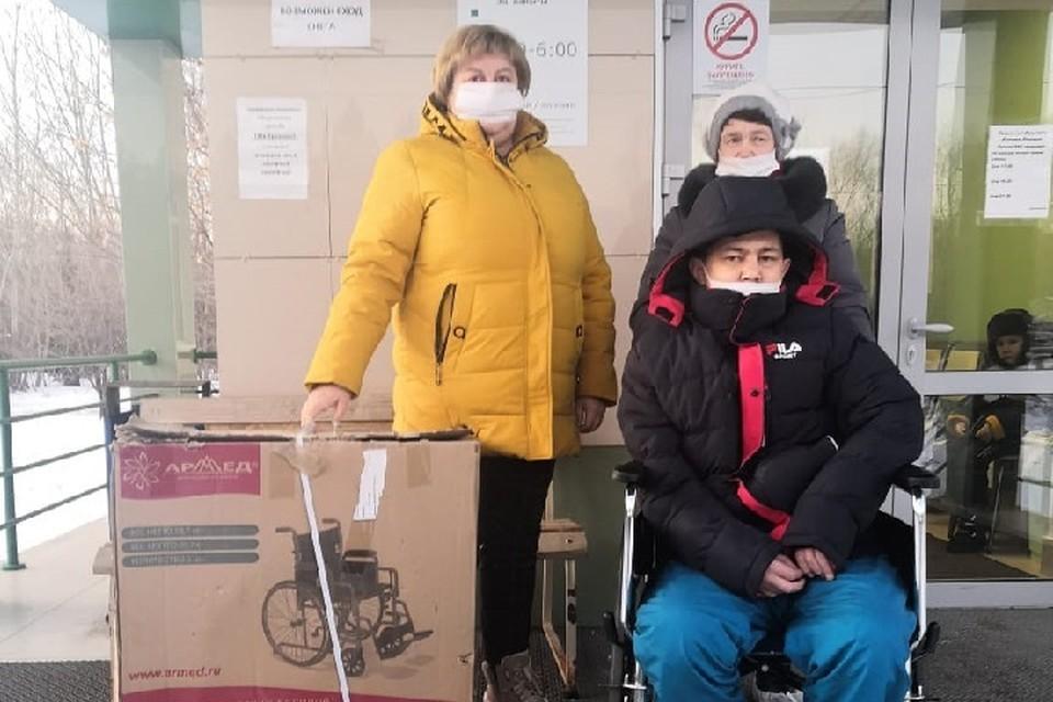 Ольга Медведкина (слева) - многодетная мама и волонтер фонда. Фото: БФ «Альпари»