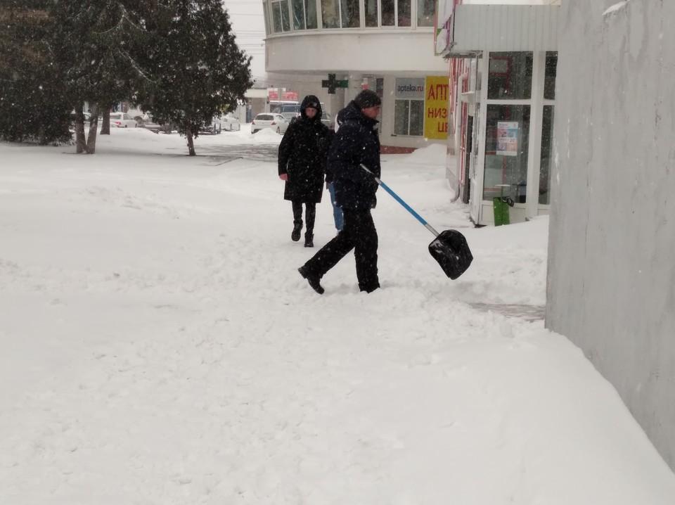 В городе продолжается снегопад