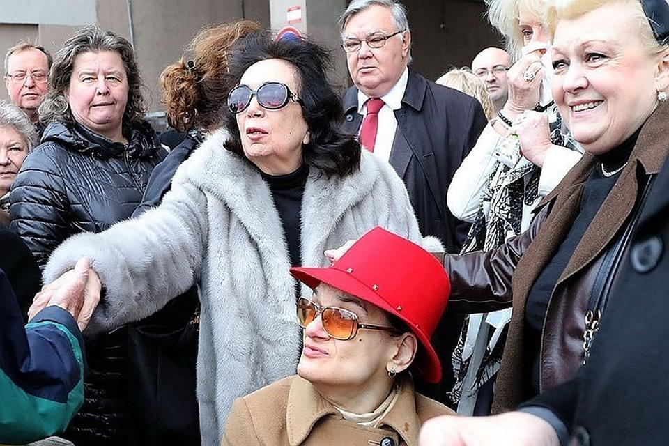 Вдова и дочь актера Алексея Баталова Гитана и Мария