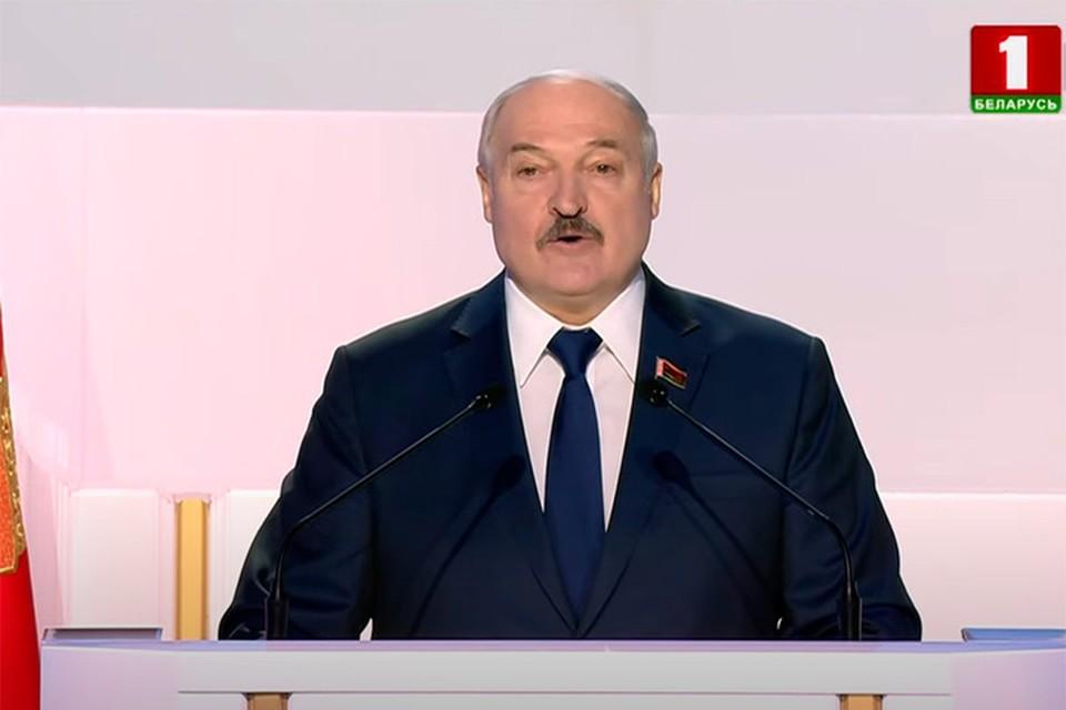 Лукашенко заявил, что нужно выстоять во что бы то ни стало. Фото: скриншот с видео