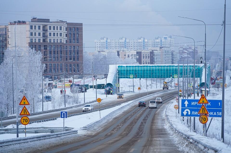 Надземный пешеходный переход построили на Байкальском тракте под Иркутском.
